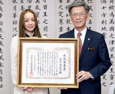 安室奈美恵さん 翁長知事を追悼