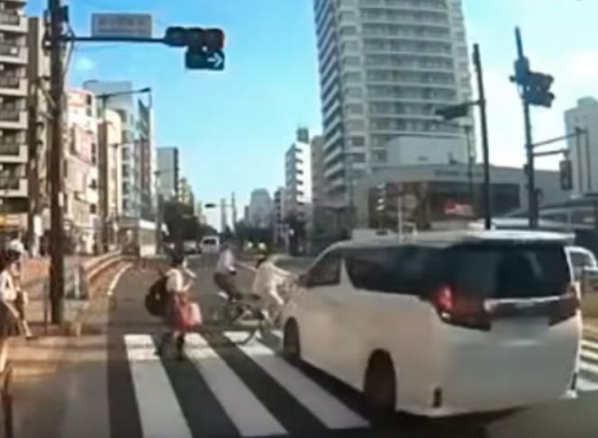吉澤ひとみ容疑者、ひき逃げの瞬間の動画
